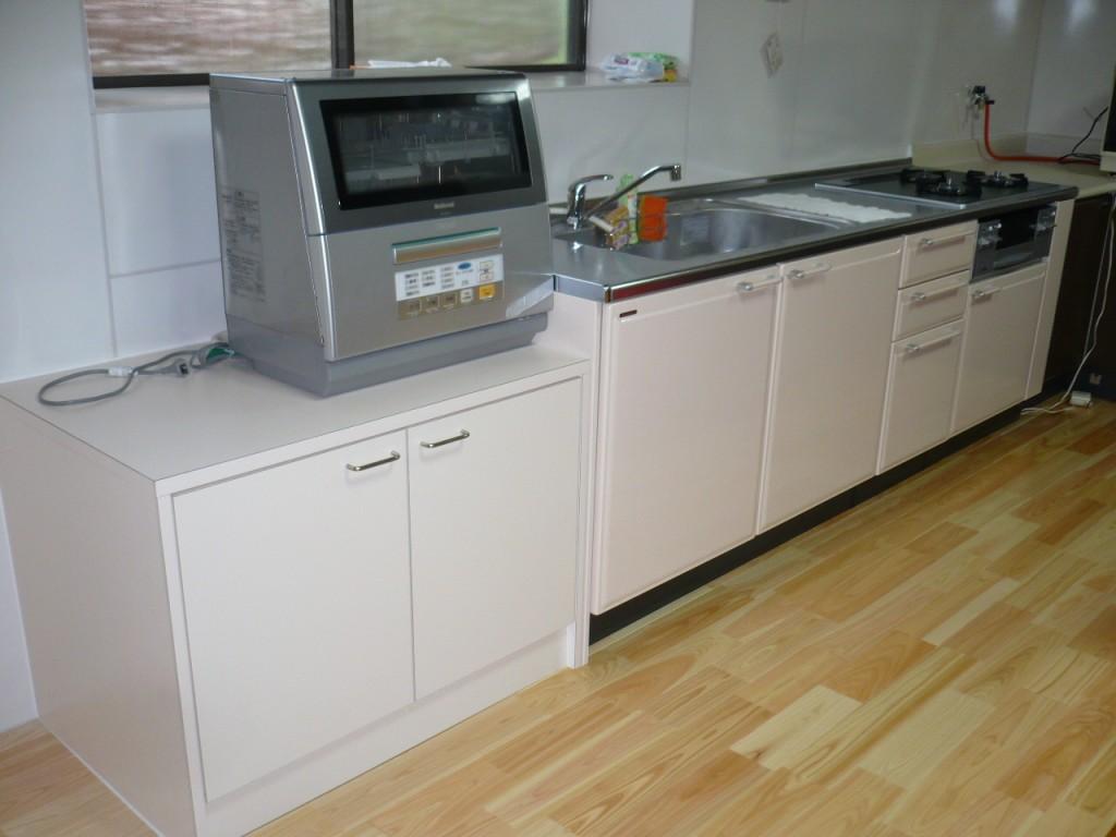 ③施工後 キッチン及びパネルをホワイト系にすることにより、お部屋全体が明るくなり、御施主様にも大変喜ばれました。