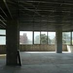 ①施工前 事務所ビルを住居にする為、ワンフロアー(40坪)を解体しました。