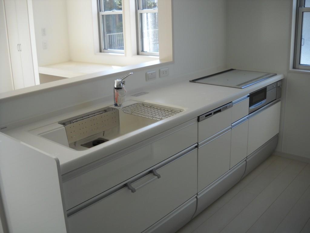 完成 システムキッチン 奥様のご希望で真っ白に統一しました。