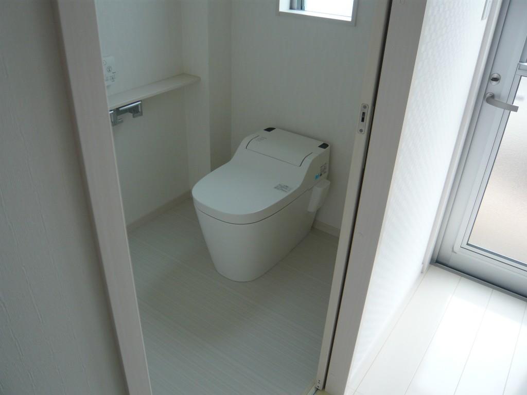 完成 1Fトイレ パナソニックのアラウーノです。節水もでき、お掃除も簡単です。