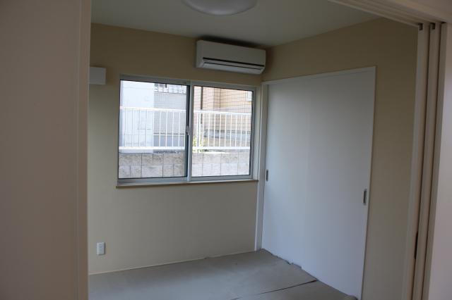 和室(畳に保護シートを敷いています)