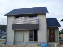 【福岡県筑紫野市】ベランダの凸部にグレーのサイディングを貼り、屋根とのバランスがとれた安定感のある建物に仕上がりました。