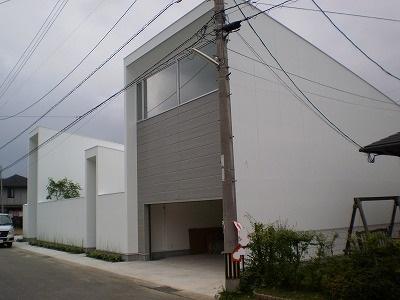 【福岡市】住宅街で目をひく、スタイリッシュでシンプルモダンな建物に仕上がりました。