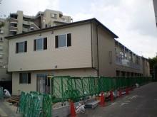 【福岡市】某福祉施設です。清潔感のある薄いベージュ系のサイディングを全体に貼りました。