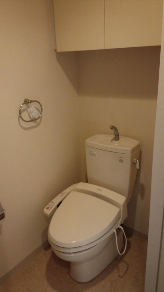 施工前・トイレの交換。