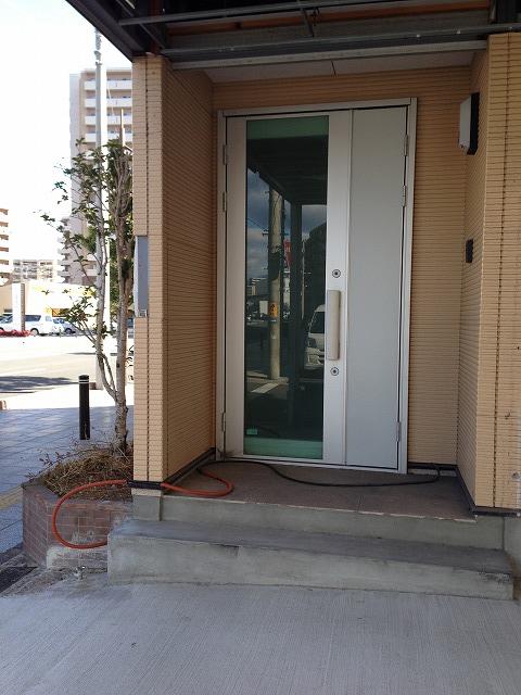 ②玄関扉前