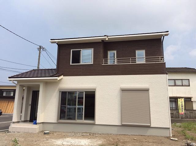 レオ東村邸 (1)