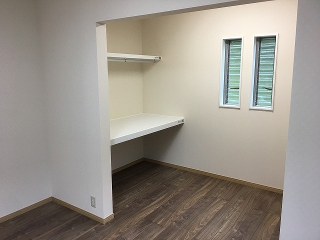 寝室、収納スペース (2)