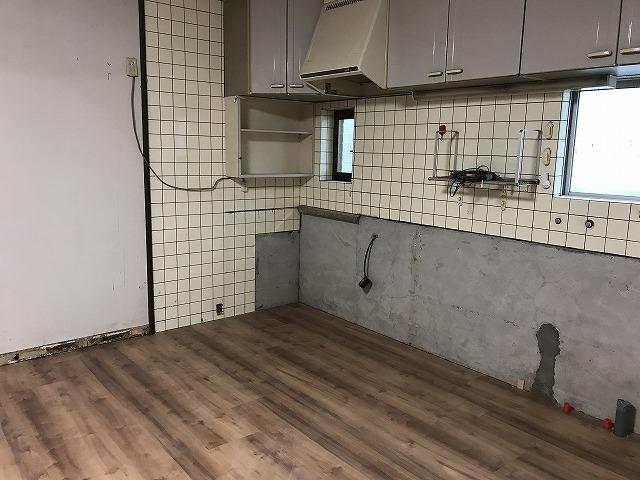 キッチン施工中 (4)