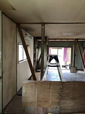 キッチン・リビング解体中 (2)