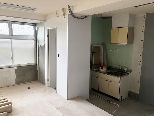 7厨房壁塗装完了 (1)