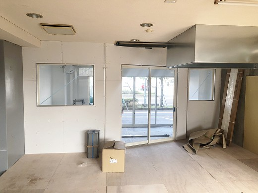 7厨房壁塗装完了 (2)