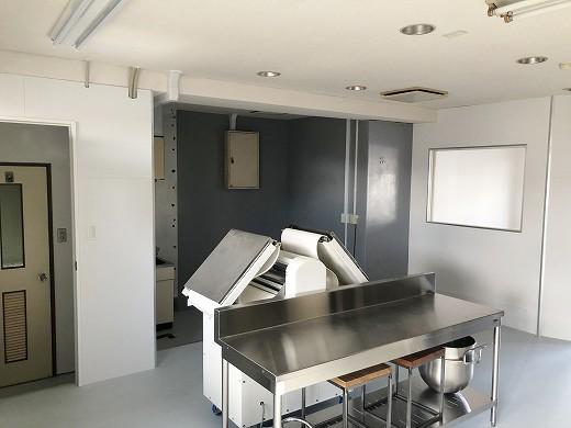 9厨房機器搬入完了 (1)