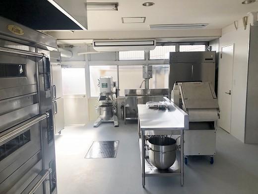 9厨房機器搬入完了 (3)