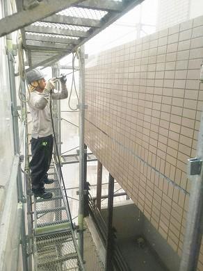 外壁高圧洗浄中 (5)
