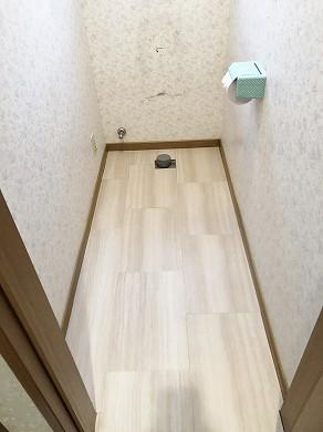 1階トイレ床材増し張り後 (1)